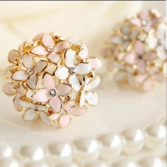Jewelry - ♡Ella♡ Floral Post Earrings